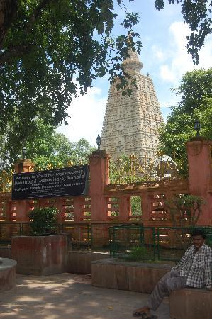 Mahabodhi Temple: Outside view of the temple
