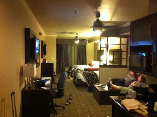 BEST WESTERN PREMIER Crown Chase Inn & Suites: nice room