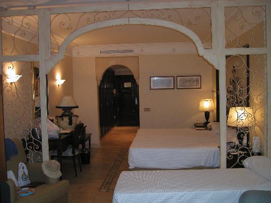Gran Hotel Atlantis Bahia Real: suite triple