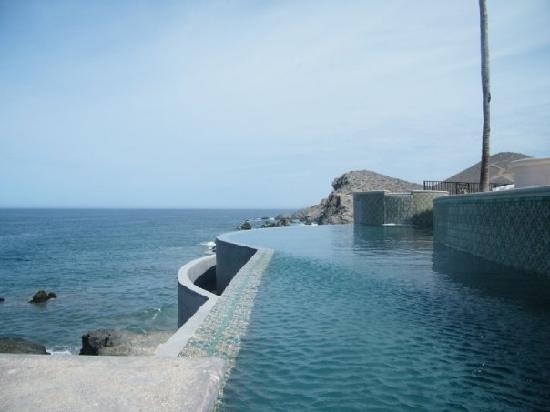 Hacienda Cerritos Boutique Hotel: The north wing of the infinity pool