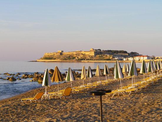 Creta Seafront Suites: vue de la maison (fort de Rethymnon)