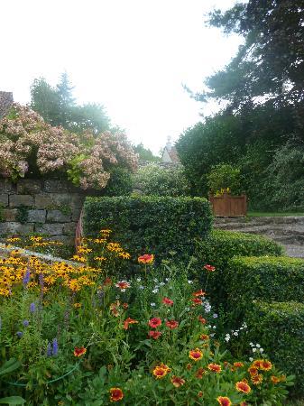 L'Orangerie: The grounds