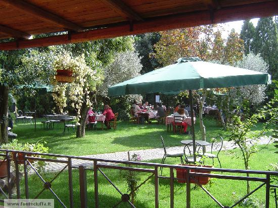 Fonte Ciuffa ai Tre Colli: In giardino