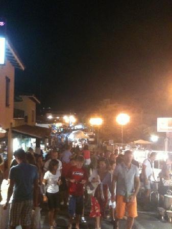 Eden Village Li Cupulatti : San Teodoro di sera