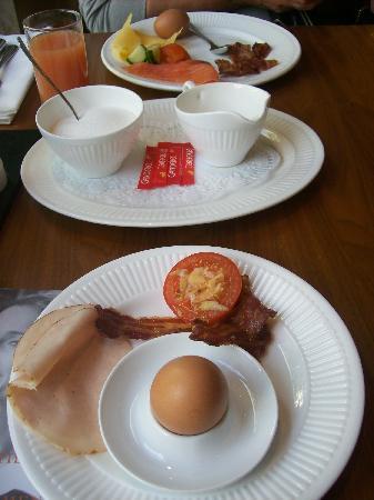 Carlton Ambassador Hotel: onbijt,mmmmm