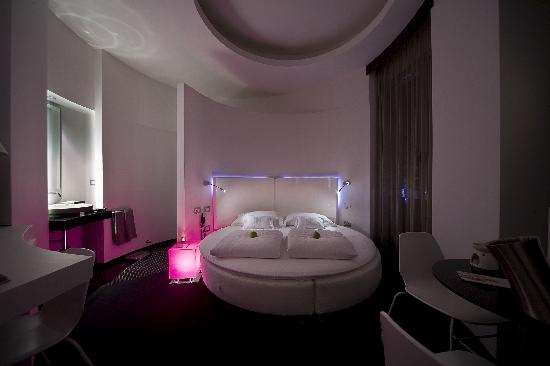 UNA Hotel One: Circle room