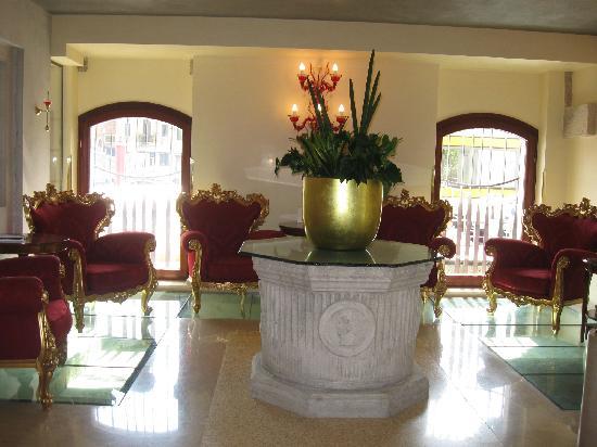 โรงแรมเปซาโร่พาเลซ: Un vero ' 4^stelle ' a VENEZIA: bellissimo,recente,comodo alla piazza S.Marco