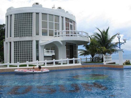 Redsun Resort: Pool and VIP suite
