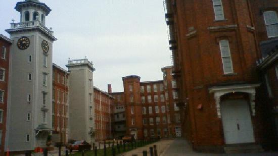Boott Cotton Mills Museum: 織物で生活した人々の住まいと工場