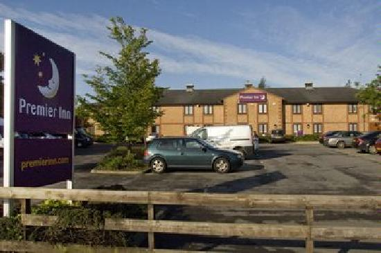 Premier Inn Newcastle South Hotel: View from Road
