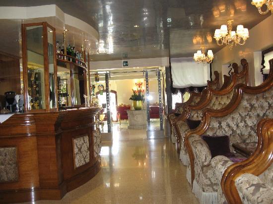 โรงแรมเปซาโร่พาเลซ: UN HOTEL CHE NON VI DELUDERA' ,bello da viverci e comodo per il tour a VE