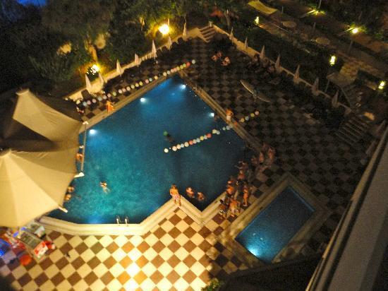 Grand Okan Hotel: Pool Party