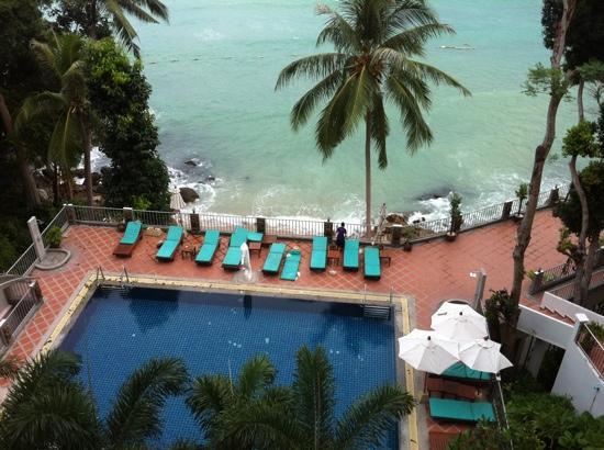 Tri Trang Beach Resort: view on a rainy day