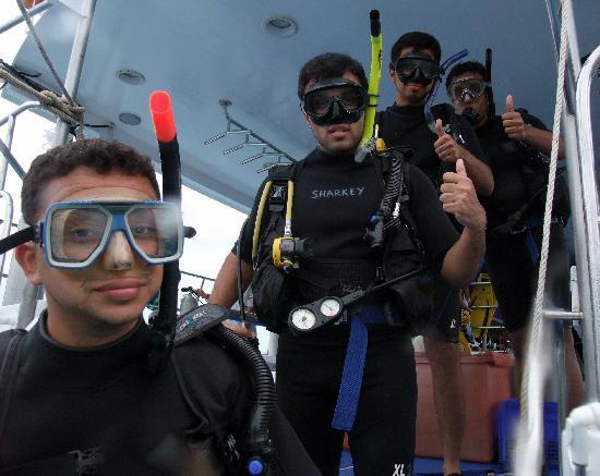 ชาร์คกี้ สคูบา: Before the dive @ Racha Yai Islands