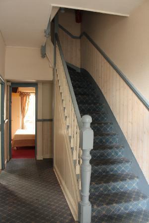 Equinoxe Hotel: Escalier menant à l'étage
