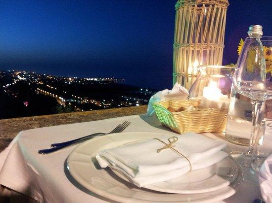 Torre di Palme, Italia: tavolo ristorante con vista mare