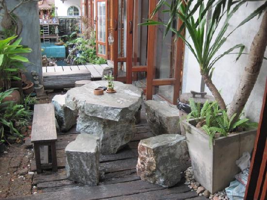 HI-Sukhumvit: garden