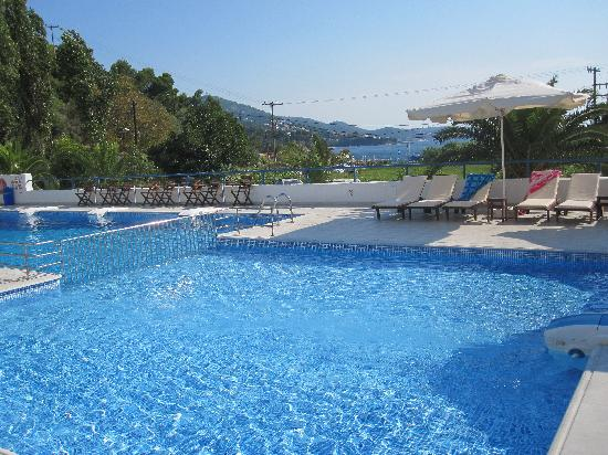 Plaza Skiathos Hotel: The Pool, Relaxing