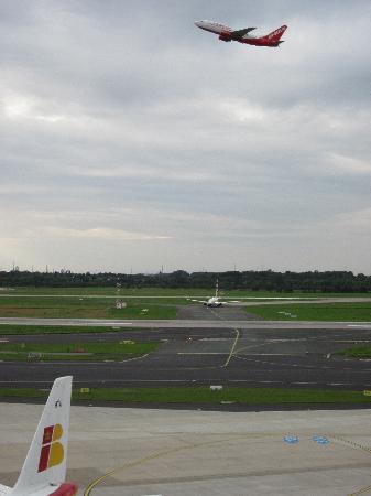 Flughafen Düsseldorf Besucherterrasse: Take-off