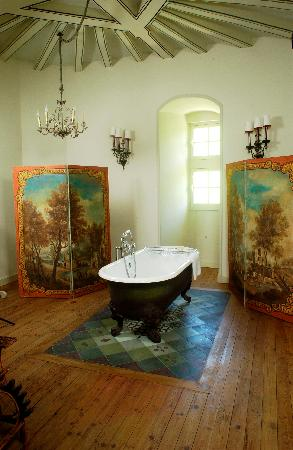 Chateau de boissimon prices b b reviews linieres for Salle de bain baroque