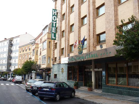 Hotel Reina Isabel : ホテルの正面