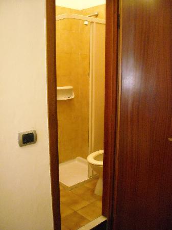 Hotel Palace: Il mini bagno parte 2