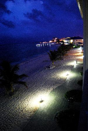 Wyndham Reef Resort : View of the property from our balcony at night