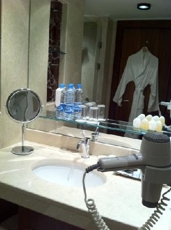InterContinental Al Khobar: clean bathroom