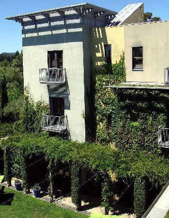 Hotel Healdsburg: exterior view