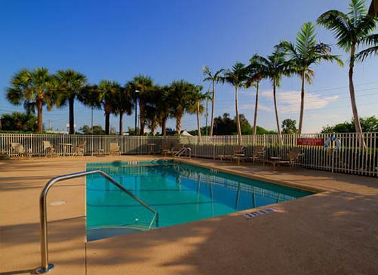 BEST WESTERN PLUS Sebastian Hotel & Suites: Pool