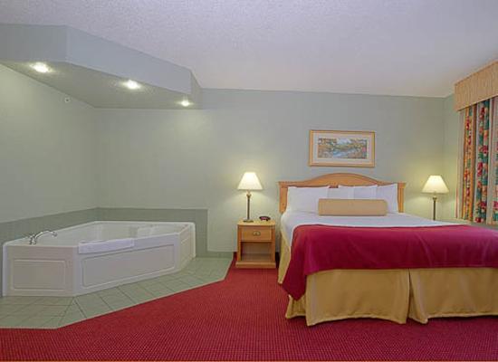 BEST WESTERN PLUS Sebastian Hotel & Suites: King Whirlpool Suite