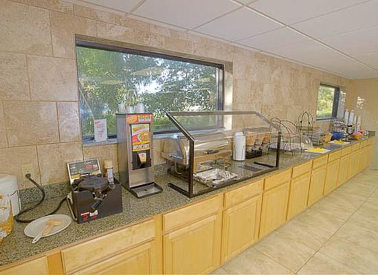 BEST WESTERN PLUS Sebastian Hotel & Suites: Breakfast Room