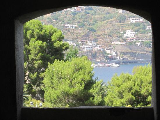 Lipari, อิตาลี: vista da una apertura della fortezza