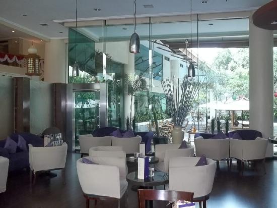 Ibis Jakarta Tamarin: Il Bar