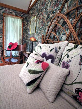 The River Lodge Bed and Breakfast: The Victoriana Guest room