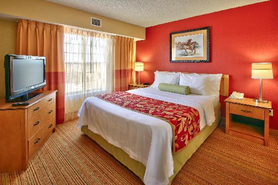 Residence Inn Albuquerque North: Suite Room