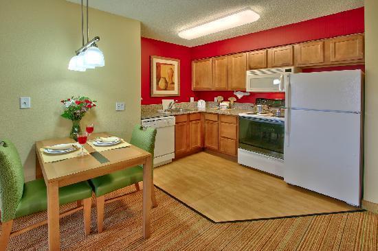 Residence Inn Albuquerque North: Full Kitchen