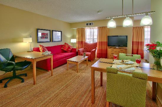 Residence Inn Albuquerque North: Inviting livingroom