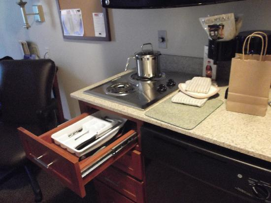 Candlewood Suites Flowood: great counter space!  stove and dishwasher!