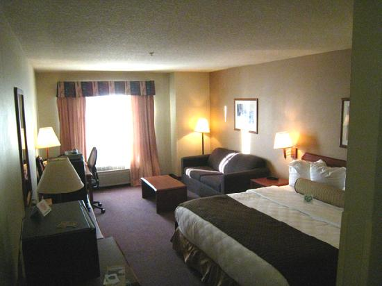 Best Western Plus Park Place Inn & Suites : View of room from doorway