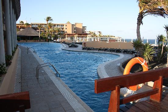IBEROSTAR Fuerteventura Palace: una de las tres piscinas