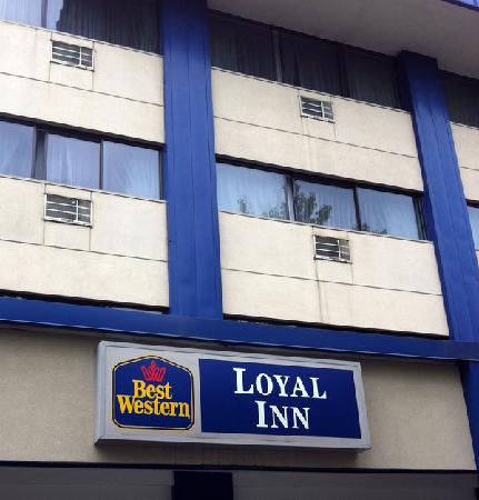 The Loyal Inn: Front of building signage