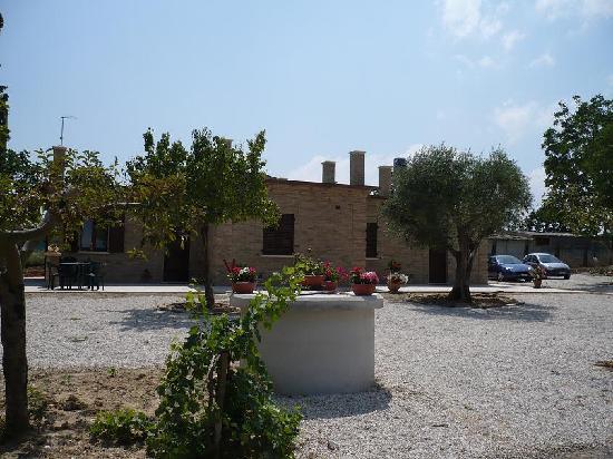 Parcheggio foto di il giardino delle noci porto sant - Ristorante il giardino porto sant elpidio ...