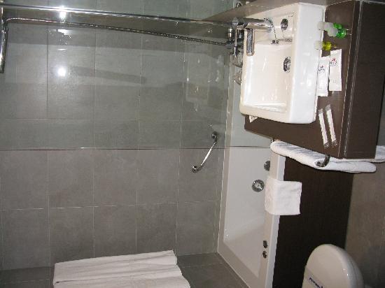 Fiesta Hotel Cala Gracio: Bathroom