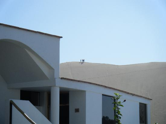 Hotel Villa Jazmin: Climb the dunes behind the hotel before the sun is high