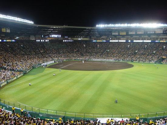 Hanshin Koshien Stadium: ナイターの様子