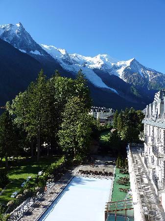 Club Med Chamonix Mont-Blanc : Vue de la chambre, sur le Mont-Blanc et la Piscine