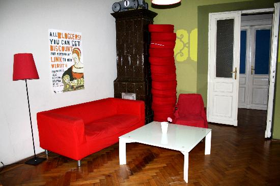 Travellers Inn Hostel : Living Area