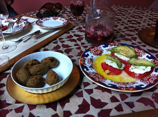 Casa De Carmona Restaurant: mushroom croqueettes and toast plate worth to givw a try!