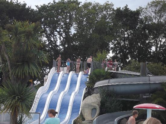 Camping Sandaya Les 2 Fontaines : waterslides